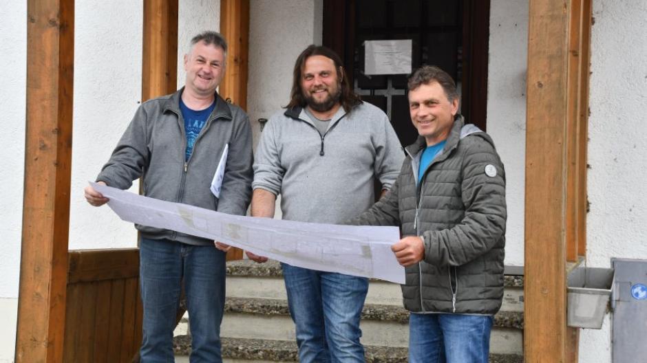 Vorsitzender Dietmar Müller, Kommandant Andreas Reithmeier und Vize-Vorsitzender Herbert Kleber (von links) von der Feuerwehr Münster sind eng in die Planungen des neuen Ensembles eingebunden.