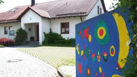 Die hohen Ausgaben und Investitionen zwingen die Gemeinde Ustersbach unter anderem zu einer deutlichen Anpassung der Grundsteuer und in den nächsten Jahren zu einer höheren finanziellen Beteiligung der Eltern bei den Gebühren für den Kindergarten.