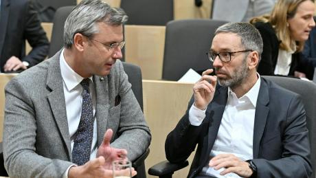 Sie waren ein ungleiches Paar an der Parteispitze der FPÖ: Der staatsmännische Norbert Hofer (links) und rechtsaußen-Scharfmacher Herbert Kickl.