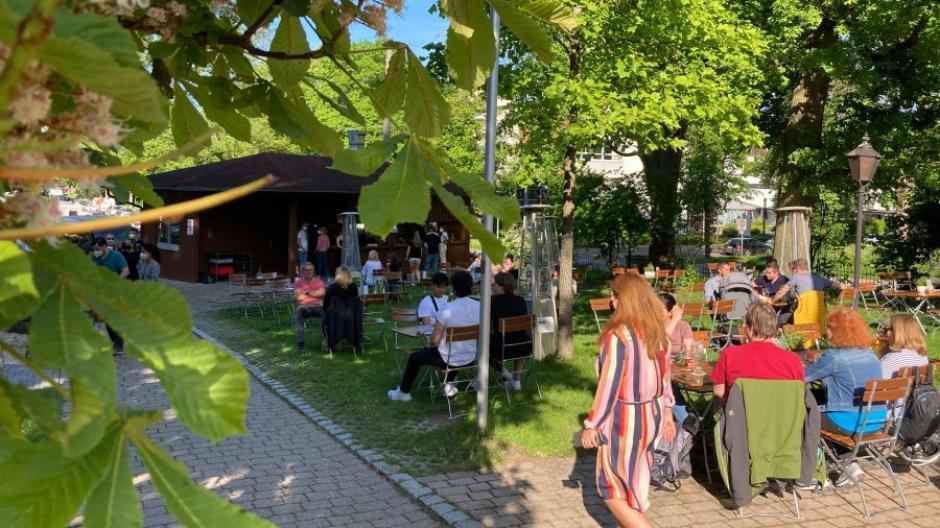 Neu Ulm Holzheim Endlich Wieder Biergarten So War Tag Eins Der Gastro Offnung Im Kreis Neu Ulm Neu Ulmer Zeitung
