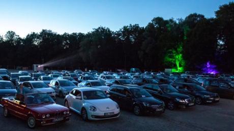 Die Musikkapelle Kirchhaslach veranstaltet Autokonzerte. Das Foto entstand in Kaufbeuren.