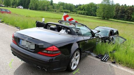 Zwischen Gannertshofen und Tiefenbach ist ein Unfall passiert.
