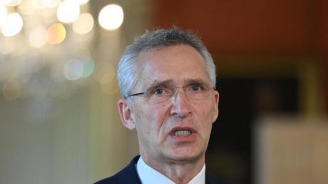 Nato-Generalsekretär Jens Stoltenberg sagt, die Alliierten seien über die engere Zusammenarbeit zwischen Moskau und Minsk in den vergangenen Monaten ernsthaft besorgt.