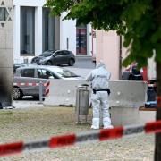 Nach dem Brandanschlag auf die Synagoge in Ulm sucht die Polizei jetzt mit einem Foto nach dem mutmaßlichen Täter.