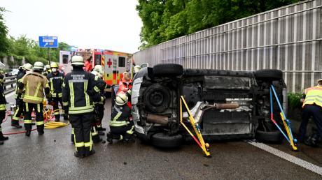 Ein Unfall auf der B28 in Neu-Ulm hatte massive Auswirkungen auf den Verkehr. Es kam zu immensem Stau.