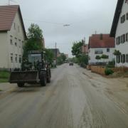 In Langennuefnach mussten die Straßen von Sand und Schlamm befreit werden.