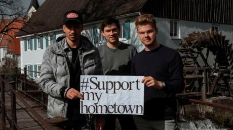 """Die Macher der lokalen Online-Plattform """"Support my Hometown"""", von links: Maximilian Vihl, Max Gartner und Tizian Fendt bieten für Ziemetshausen ein EM-Tippspiel an Noch bis Freitag kann man sich anmelden."""