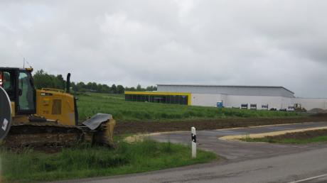 Im Osten von Ziemetshausen werden ein neuer Netto-Markt und eine neue Avia-Tankstelle gebaut.