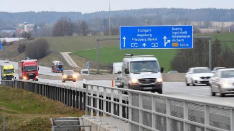 Auf der Autobahn zwischen Dasing und Friedberg hat laut Polizei ein junger Autofahrer eine andere Autofahrerin ausgebremst.