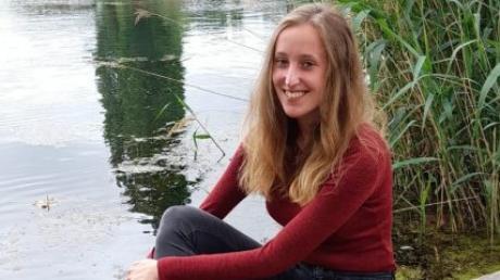 """Weil sie das Schreiben liebt, schrieb Laura S. Kunze, heute 21 Jahre alt, neben der Schule die Trilogie """"Hüter der Bernsteinkette""""."""