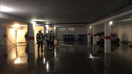 In Nördlingen musste die Freiwillige Feuerwehr nach dem Starkregen am Montagabend eine Tiefgarage in der Drehergasse auspumpen.