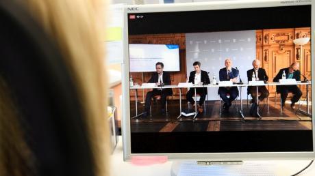 Die Gemeinschaftsversammlung der VG Buch hat sich einstimmig gegen sogenannte Hybridsitzungen, also Sitzungen mit Ton-Bild-Übertragung, ausgesprochen.