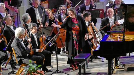 Klosterkirche: Zur Erinnerung an das Befreiungskonzert jüdischer Musiker mit dem Tchaikovsky Symphonie Orchester Moskau unter der Leitung von Vladimir Fedoseyev mit Elisabeth Leonskaja am Klavier.