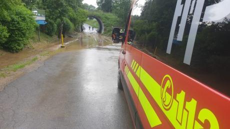 Erneut kam es am Mittwochabend zu heftigen Regenfällen in Pöttmes. Die Feuerwehr musste Keller auspumpen.