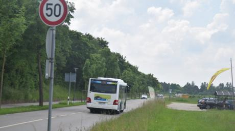 Die Tage von Tempo 50 auf der Wertachstraße in Königsbrunn sind gezählt: Bis ein neues Lärmschutzgutachten vorliegt, muss wieder Tempo 70 eingeführt werden.