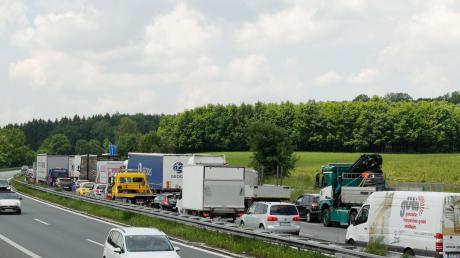 Auf der A96 hat sich bei Landsberg am Donnerstagmorgen ein Unfall ereignet. Die Autobahn war mehrere Stunden gesperrt.