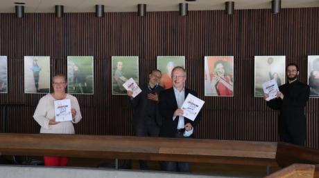 Sie planen mit Zuversicht die nächste Spielzeit. Von links: Verwaltungsdirektorin Angela Weißhardt, Chefdramaturg Christian Katzschmann, Intendant Kay Metzger und der neue Generalmusikdirektor Felix Bender.