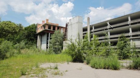 Schon lange streiten sich Eigentümer um die Zukunft des Parkhauses am Kongress am Park in Augsburg.