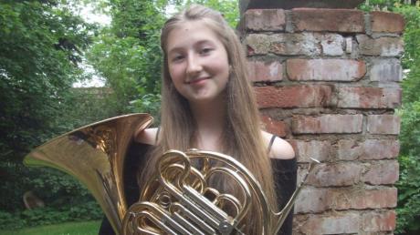 Pauline Nigg aus Fischach siegte in ihrer Altersgruppe in der Kategorie Horn Solo beim Bundeswettbewerb Jugend musiziert. Bei der 15-Jährigen dreht sich fast alles um Musik.