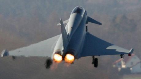 14 Eurofighter landen im September vorübergehend auf dem Lechfeld.