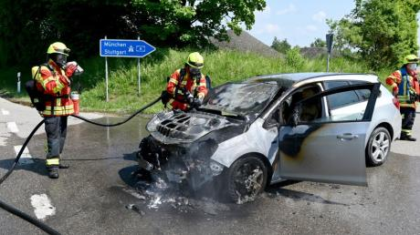 Die Oberelchinger Feuerwehr löschte ein brennendes Auto binnen Minuten.