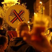 Die Stadt schränkt in der Maximilianstraße in Augsburg den Mitnahmeverkauf von Getränken ein.