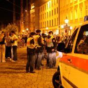 Randalierer behinderten am Samstagabend Rettungskräfte bei ihrer Arbeit.