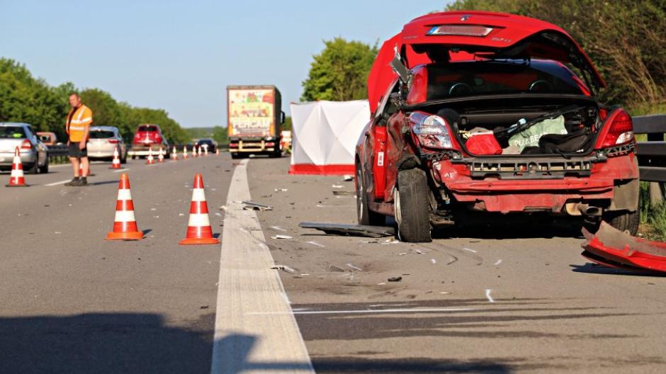 Anfang Juni starb bei Bad Wörishofen im Landkreis Unterallgäu ein 18-jähriger Autofahrer auf dem Pannenstreifen der A96.