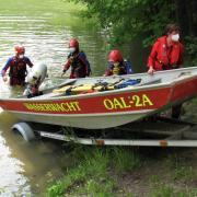 Die Wasserwacht Buchloe half bei der Vermisstensuche am Lech in Landsberg mit.