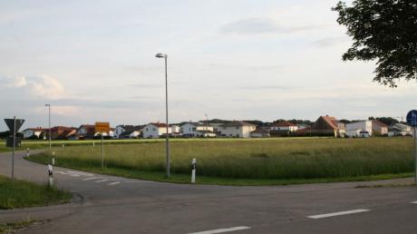 """An der Lechfelder Straße am östlichen Ortseingang plant die Gemeinde Obermeitingen auf 9300 Quadratmetern das neue Baugebiet """"Süd VI"""" mit zehn bis elf Bauplätzen."""