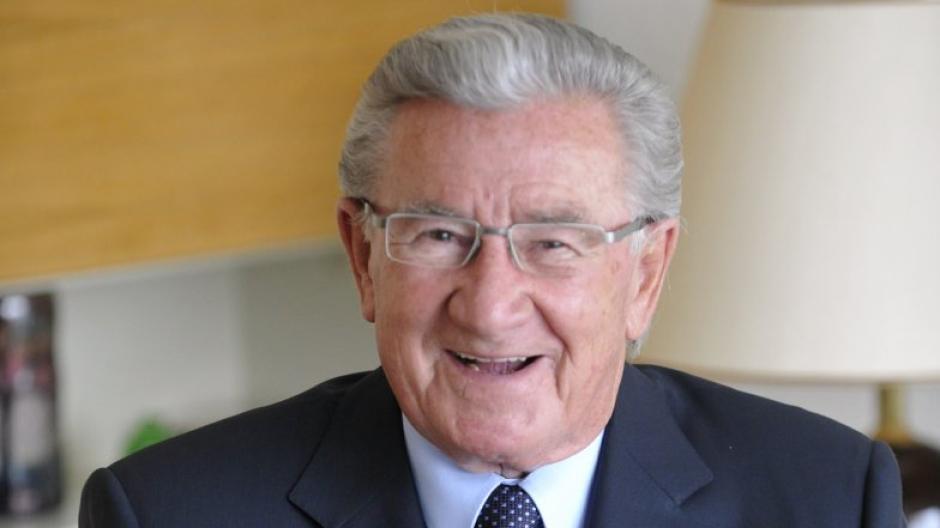 Ein gut gelaunter Alt-Oberbürgermeister Hans Breuer bei seinem 80. Geburtstag. Jetzt ist er im Alter von 90 Jahren gestorben.