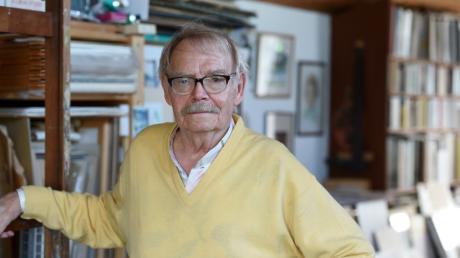 Der Neusässer Künstler Wilhelm Eger ist tot. Er wurde 89 Jahre alt. Was ihn ausmachte, waren vor allem seine Darstellungen von Menschen. In wenigen Linien konnte er ihren Ausdruck genau treffen. Das Bild zeigt ihn vor wenigen Jahren.