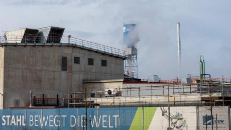 Am Mittwoch fiel das Urteil gegen insgesamt drei Angeklagte. Ein früherer Geschäftsführer der Lech-Stahlwerke soll Subunternehmen gegen Schmiergeld Aufträge zugeschanzt haben.