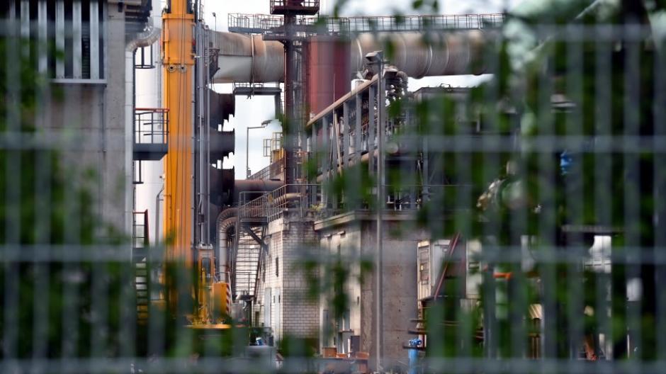 Die Lech-Stahlwerke bei Meitingen (Kreis Augsburg) produzieren tonnenweise Stahl. Einer der ehemaligen Geschäftsführer ist nun wegen Bestechlichkeit verurteilt worden.