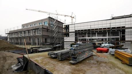 Ein Blick in den Innenhof des neuen Kollerhofs mit dem Veranstaltungsraum des neuen Gersthofer Begegnungszentrums (rechts).