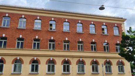 Das Gebäude des Amtsgerichts in der Neu-Ulmer Schützenstraße, früher Polizeiinspektion, im Stil der Neorenaissance.