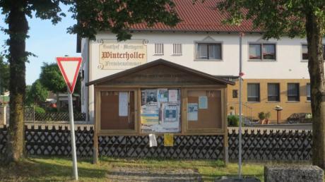Die hölzernen Schautafeln in der Gemeinde Sielenbach werden abgebaut und durch Schaukästen aus Aluminium ersetzt. Die Option, dass Veranstalter dort weiter ihre Plakate aufhängen können, hielt sich der Gemeinderat offen.