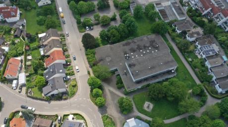 Auf dem Grundstück der alten Mehrzweckhalle in Gerlenhofen ließen sich sowohl eine Kita als auch eine Senioreneinrichtung unterbringen, meint die Neu-Ulmer Stadtverwaltung.