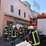 Feueralarm in einem Bekleidungsgeschäft in Donauwörth: Ein größeres Aufgebot der Feuerwehr rückte an.