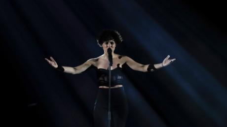 Barbara Pravi aus Frankreich singt Voila beim großen Finale des Eurovision Song Contest ESC in der Ahoy-Arena. +++ dpa-Bildfunk +++