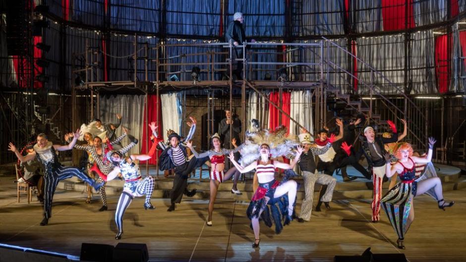Das Musical Chicago auf der Freilichtbühne am Roten Tor in Augsburg.
