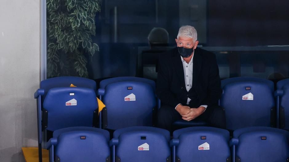 Franz Reindl war wegen seiner Doppelfunktion als ehrenamtlicher Präsident des Deutschen Eishockey-Bundes und bezahlter Geschäftsführer der DEB GmbH scharf kritisiert worden.
