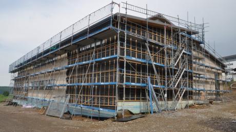 Gemeinsam packen die Bürger in Oberschönegg beim Bau des neuen Vereinshauses mit an. Ein Rundgang auf der Baustelle.
