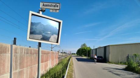 Auf der Auenstraße in Kissing soll zukünftig die Ortsumgehung verlaufen, um die B2 zu entlasten.