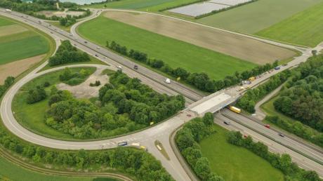 An der B17-Brücke bei Oberottmarshausen  wird gebaut: Deshalb kommt es am 24. Juni  zu kurzzeitigen Verkehrsbeeinträchtigungen in Fahrtrichtung Landsberg.