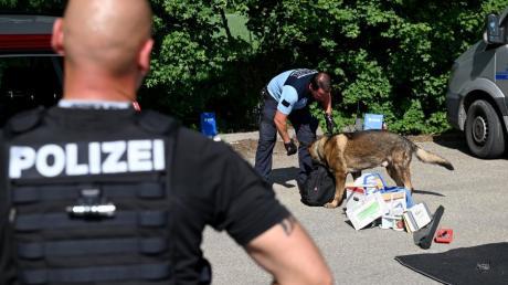 Die Polizei setzte bei der Großkontrolle nahe Dornstadt auch Hunde ein.