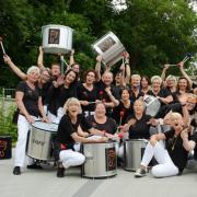 Stimmung und Ausgelassenheit verbreitet die Samba-Percussiongruppe Tam-kobá  bei ihren Auftritten .