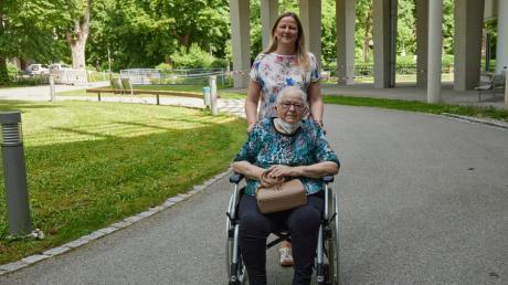 Corona hat die Seniorin aus Königsbrunn (Kreis Augsburg) hart getroffen: Gerda Bochen und Tochter Gabriele Schorer.