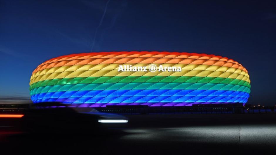 Der Münchner Stadtrat fordert, dass bei dem EM-Spiel Deutschlands gegen Ungarn die Allianz-Arena in Regenbogenfarben leuchtet.