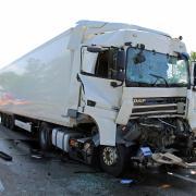 Insgesamt drei Lastwagen waren an dem Unfall am Montagnachmittag auf der A7 beteiligt.